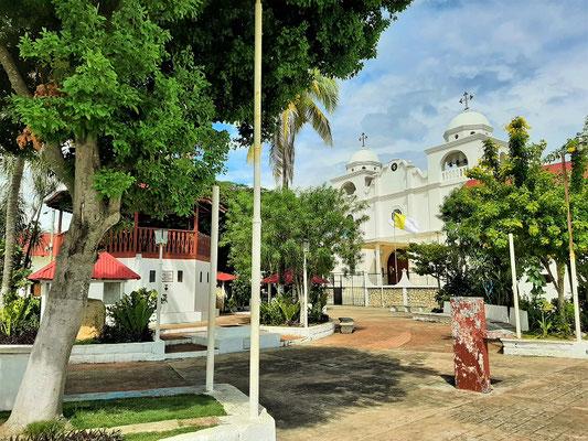 Plaza mit Kathedrale auf der Anhöhe