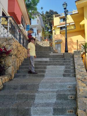 500 Stufen zum Cerro de Santa Ana....