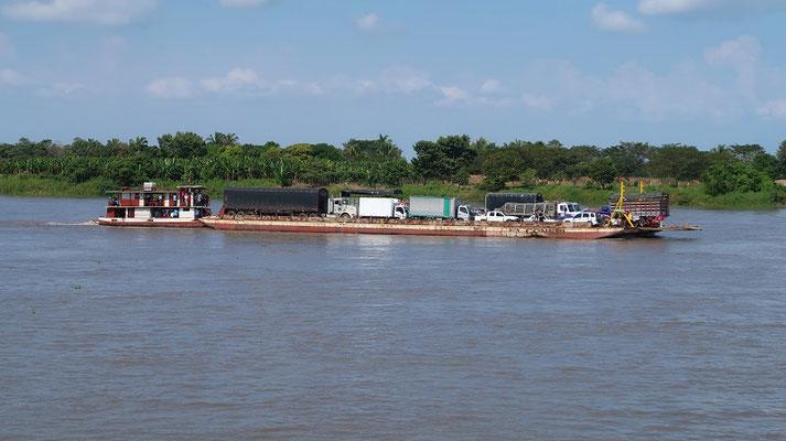 Diese Balsa erinnert uns sehr an unsere Flossfahrt in Brasilien von Manaus nach Belém