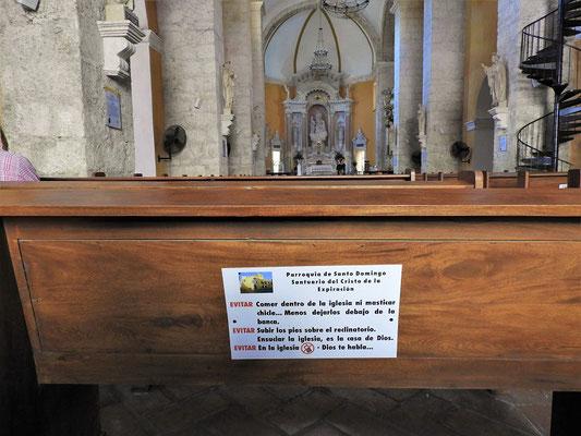 Kirchenregeln: Es ist verboten zu essen, Kaugummi zu kauen und diesen unter die Bank zu kleben. Die Schuhe nicht auf die Bank stellen, die Kirche nicht beschmutzen, das Telefon ist auszuschalten - hier spricht Gott zu dir!!