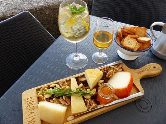 ....geniessen wir portugiesischen Käse und Portwein und Porto Tónico