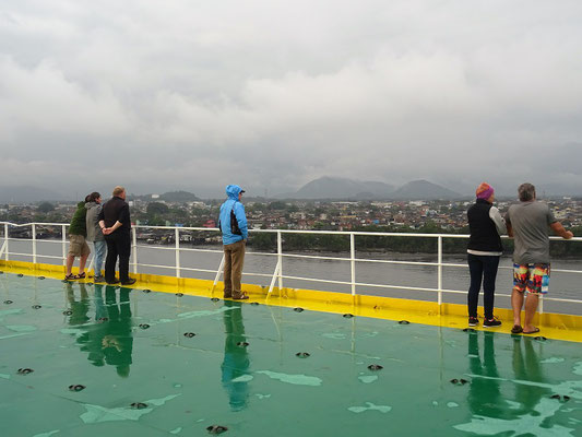 Ausfahrt aus Santoa bei Regen und kühlen Temperaturen