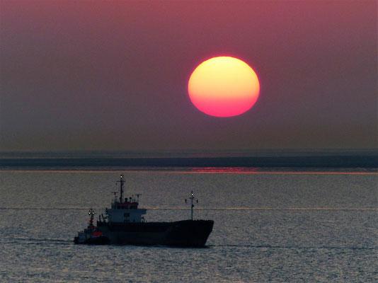 Sonnenuntergang auf der Elbe