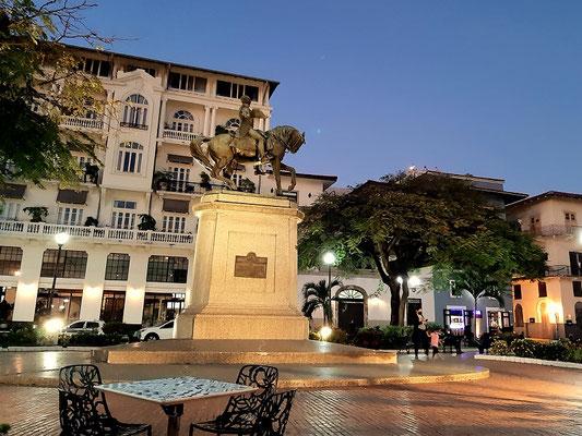 Plaza Herrera mit der Reiterstatue von General Tomás Herrera