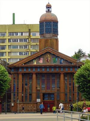Kathedrale - aus 4 verschiedenen lokalen Hölzern gebaut