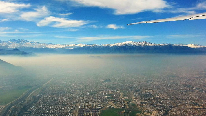 Blick auf Santiago und die Anden