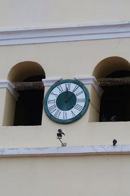 ....Maurische Uhr - Geschenk des spanischen Königs - befand sich ursprünglich in der Alhambra in Granada. Die Besonderheit - die Vier geschrieben in der alten Form llll