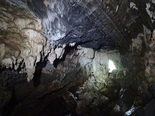Blick zurück zum Höhleneingang