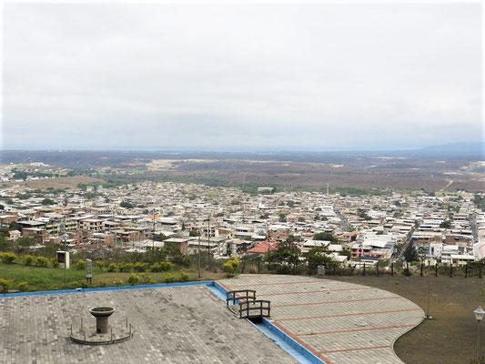 Blick vom Mausoleum auf das Dorf