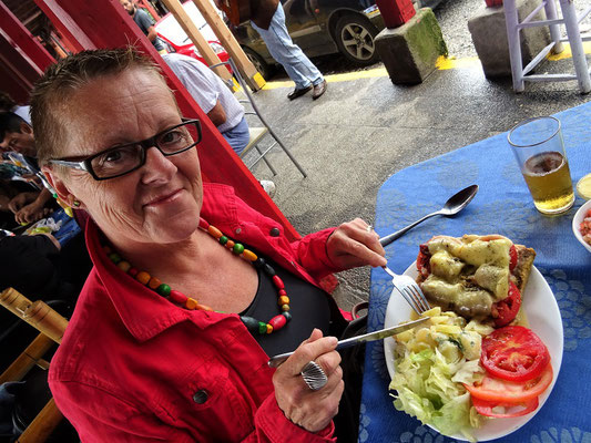 Für mich gibt es Cancato - Lachs mit Tomaten und Wurst belegt und mit Käse überbacken