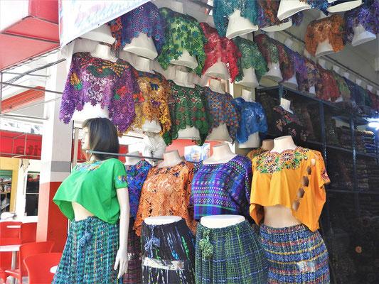 Typische Kleider der Kechí Mayas....