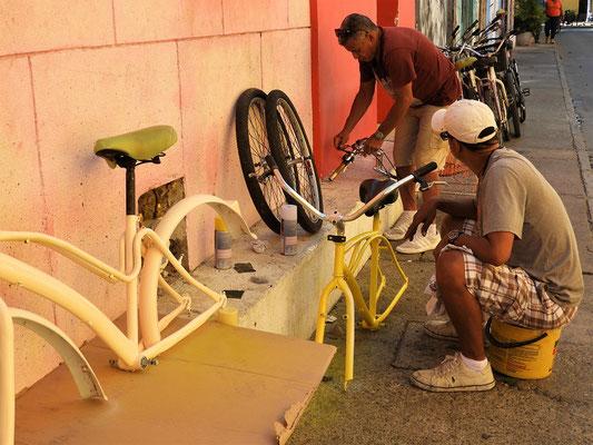 Alte Fahrräder werden renoviert