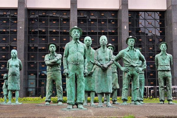 Monument 'A los Presentes' - Denkmal für die Anwesenden - Sie repräsentieren die Erbauer von Cosa Rica