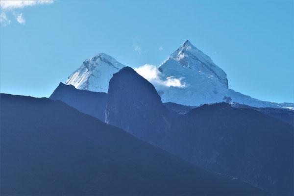 Die ersten schneebedeckten Gipfel der Cordillera Blanca kommen in Sicht