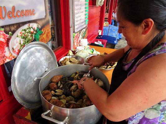 Am Fischmarkt gibt es typische chilenische Spezialitäten