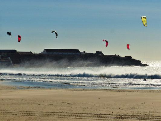 ....mit den fliegenden Kitesurfern
