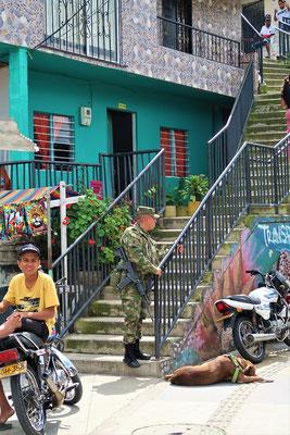 Militär und Polizei sind überall present