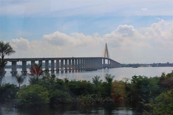 Die 3.5 Kilometer lange Ponte Ponta Negra - hat Millionen gekostet und führt ins Nichts!!!