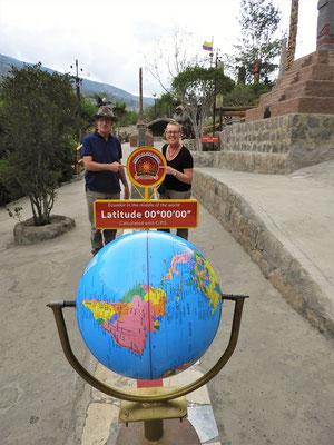 Die Äquator-Linie an der genaueren Stelle (Koordinaten -0.00113 -78.4546)