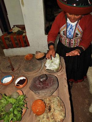 Auch aus den Cochinillas - den Parasiten der Kakteen - wird Farbe hergestellt