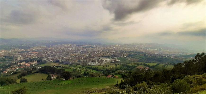 Blick vom Monte Naranco auf Oviedo