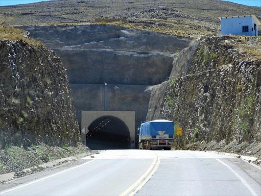 Unser erster - und wahrscheinlich einziger - Tunnel in Bolivien