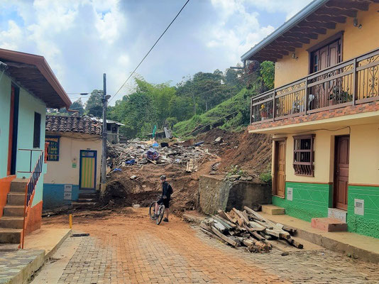 ....einige Familien verloren ihr Zuhause