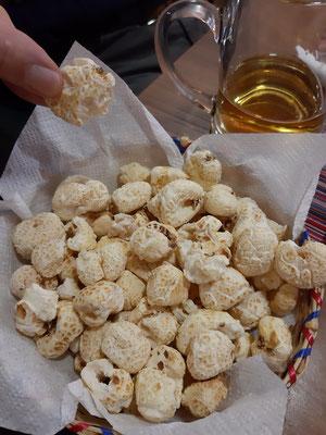 Pasankallas - bolivianisches Popcorn aus den grossen weissen Maiskörnern.