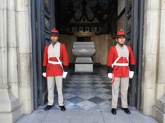 Ehrenwache für Feldmarschall und Präsident Andrés de Santa Cruz