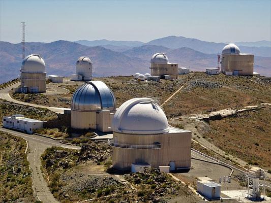 Vorne im Bild das Schweizer Teleskop Loenard Euler