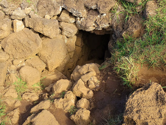 Eingang zur Höhle - etwas eng :o/