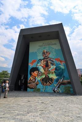 Im Museum Casa de la Memoria erfahren wir einiges über die Geschichte Medellíns