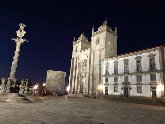 Kathedrale von Porto - der schwerfällige Bau wurde im 12. Jh. als Wehrkirche errichtet