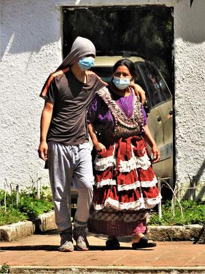 Traditionelle Frauen tragen in Guatemala diese typische Halbschürze