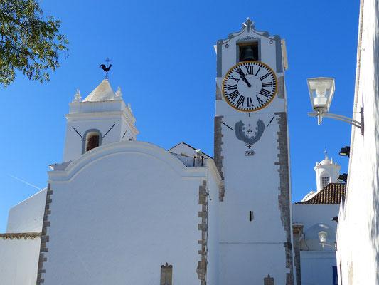 In Tavira verschaffen wir uns zuerst einen Überblick vom Kirchturm der Igreja de Santa Maria do Castelo....