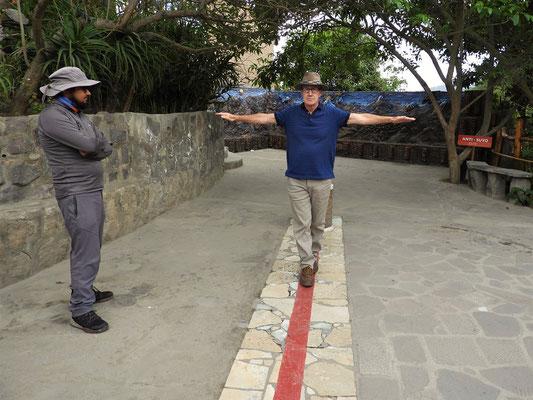 Ein Fuss vor den andern - hier am Äquator ein Kinderspiel