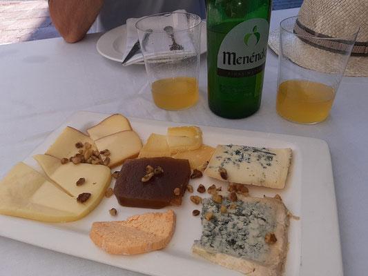 Käse aus verschiedenen Regionen mit Cidra