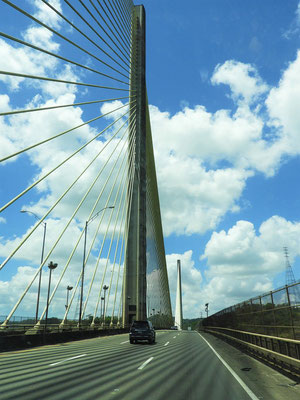 Auf der Puente Centenario del Canal de Panamá....