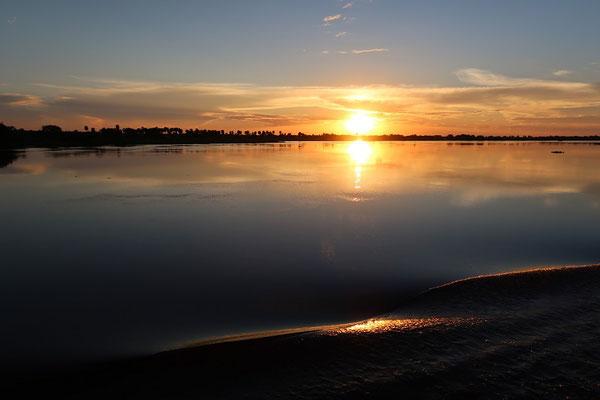 Langsam fahren wir dem Sonnenuntergang entgegen