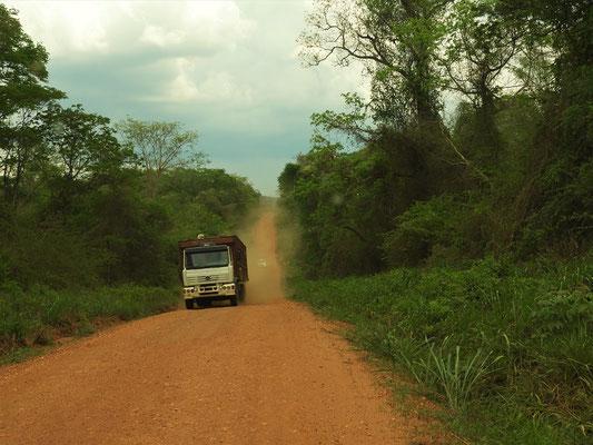 Strassenverhältnisse nach dem Grenzübertritt in Bolivien :o/