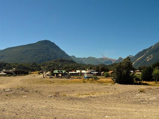 Chaitén mit dem Vulkan Chaitén - Pfeil