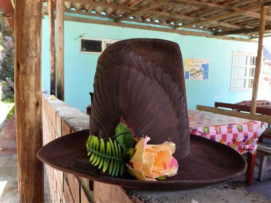 Die typischen Hüte der Frauen in dieser Region