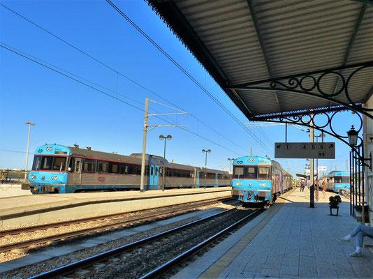 Mit der Bahn fahren wir nach Tavira....