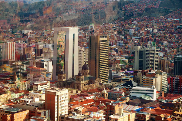 Plaza Murillo mit Regierungs-Hochhaus und Kathedrale....
