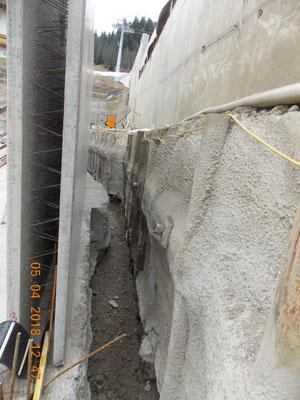 Unterfangung bestehender Stützmauer mit verankerter Kleinbohrpfahlwand