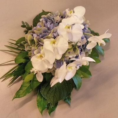 Klein gestoken stukje met  Hortensia en Orchidee