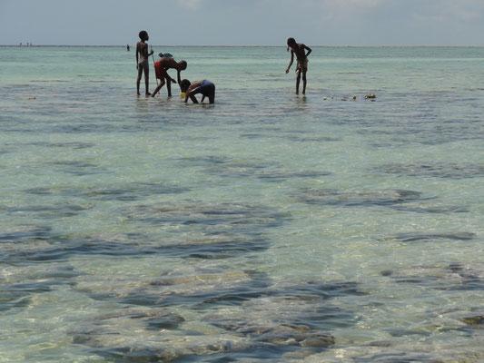enfants pêcheurs