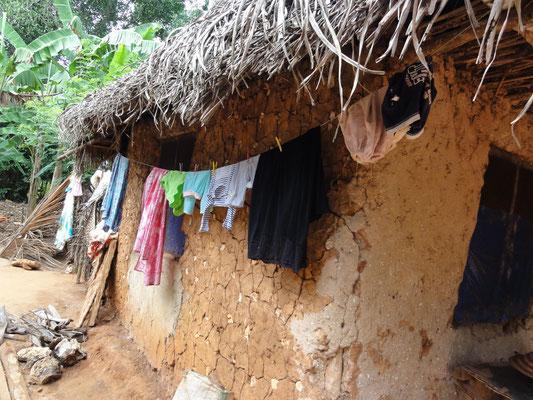 case à l'intérieur du site, les femmes y vendent de l'encens