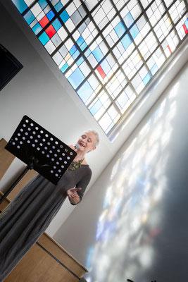 Gesang in der Kirche, Inez Timmer