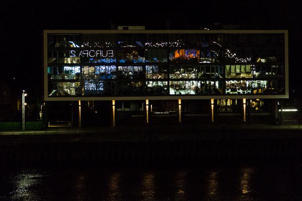 Hamburg  - Spiegelung der MS Europa bei der Hafenausfahrt